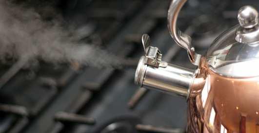 Как очистить чайник с помощью столового уксуса