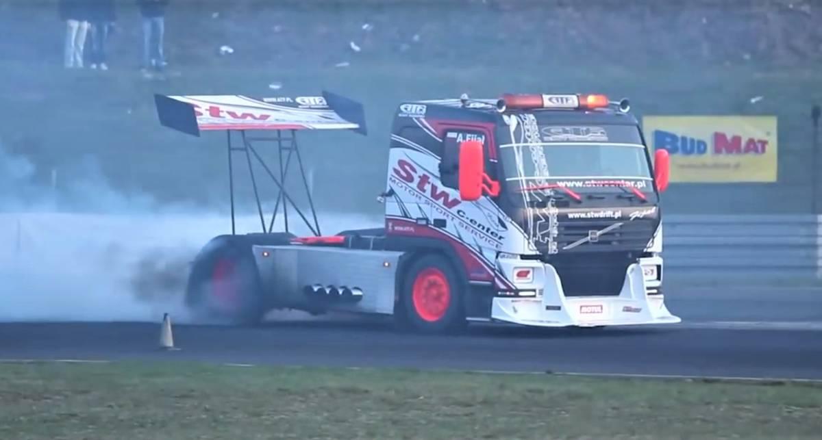 Рваные шины и куча дыма: как выглядит дрифт на грузовике