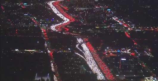 Киевлянам и не снилось: видео страшной пробки в Лос-Анджелесе