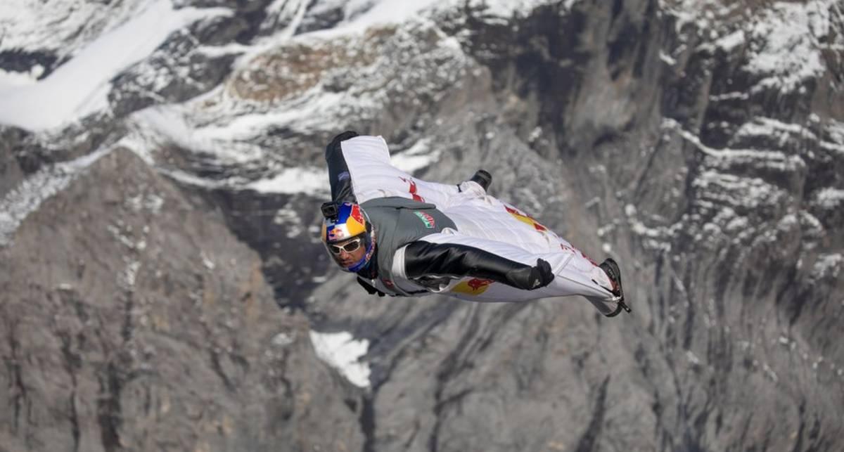 Прыгнуть с высоты 4 км и попасть в пролетающий самолет — реально