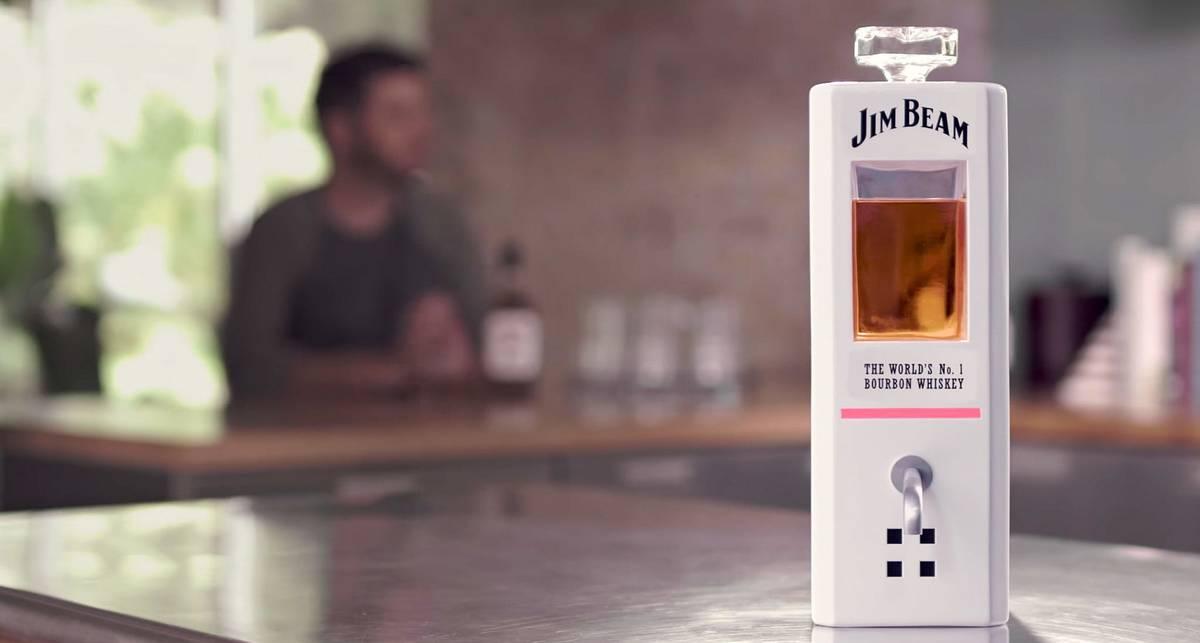 Умная бутылка от Jim Beam, с которой можно напиваться и общаться