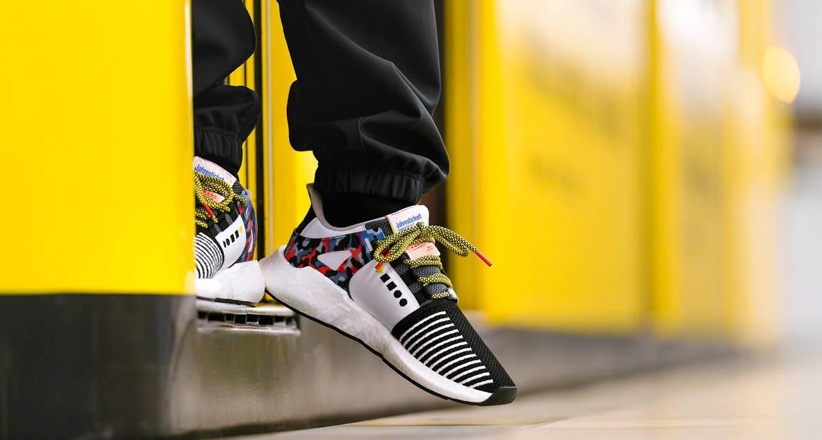 С ноги его: adidas презентовали кроссовки со встроенным проездным