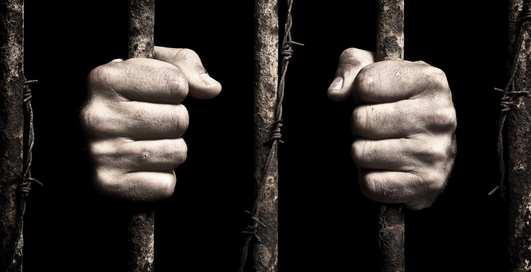 Можно ли согнуть прутья тюремной решетки мокрой шелковой рубашкой