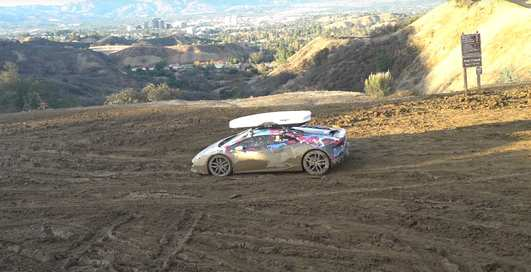 Месиво: 800-сильный Lamborghini Huracan гоняет по грязи