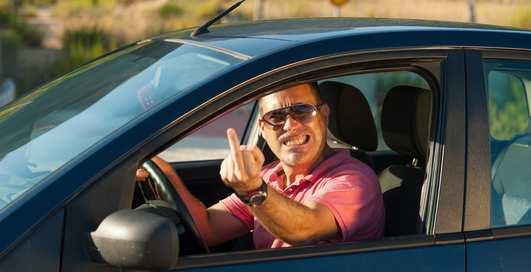 10 самых чокнутых автомобильных запретов мира