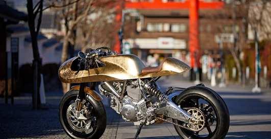 Мечта мотоциклиста: мощный Ducati Scrambler из золота