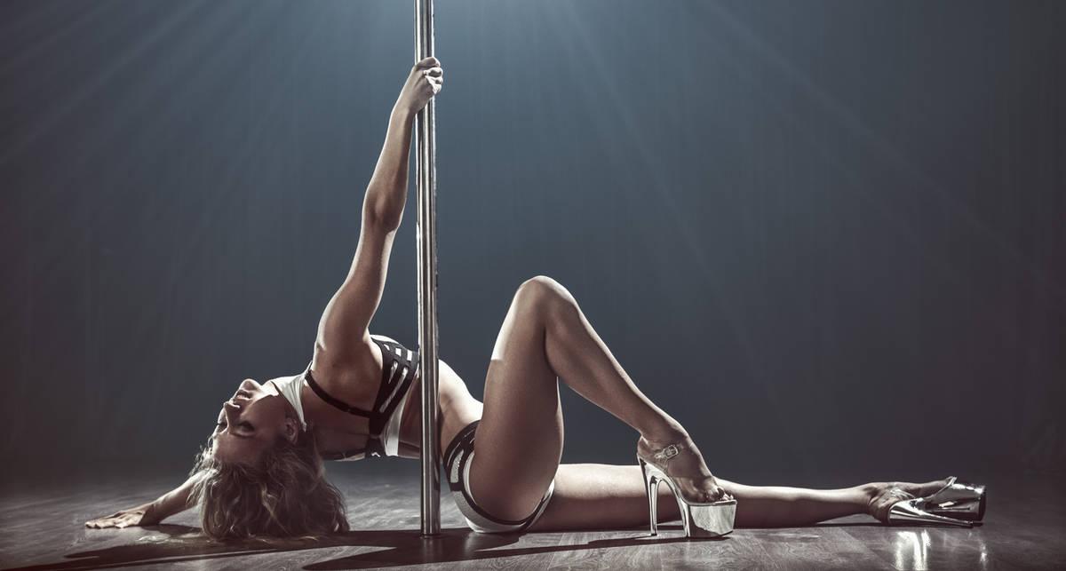 Танцы на пилоне: 10 эротических гифок