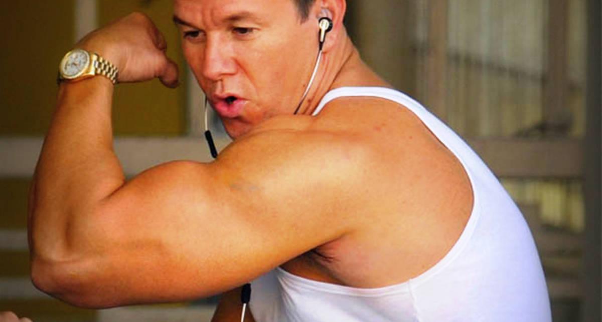 Как накачать бицепсы, как у Марка Уолберга: 5 упражнений