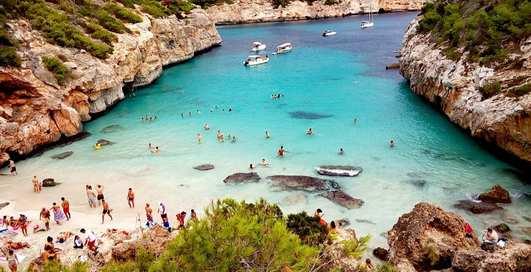 Для лежебок и фанатов моря: 5 лучших пляжей Испании