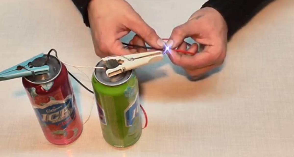 Мужской лайфхак: как сделать батарейку из пустых жестянок