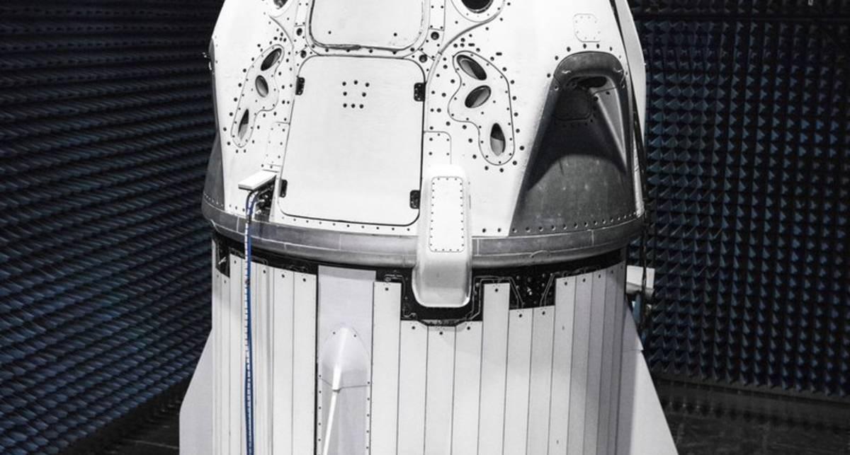 Илон Маск показал корабль, на котором человека отправят на Марс