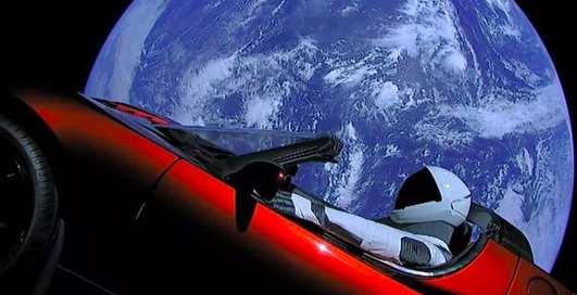 Илон Маск не успеет отправить туристов к Луне в 2018-м