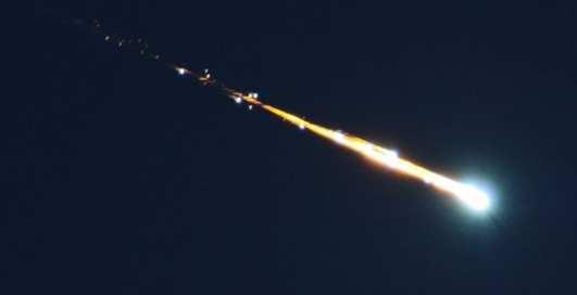 В Китае и Африке сняли видео падения метеорита на Землю