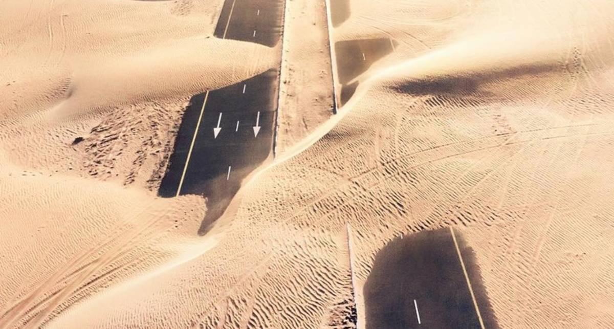 Работали зря: 21+ фото о том, как пустыня побеждает труд человека