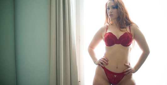 Красотка дня: французская модель plus-size Хармони Альбертини