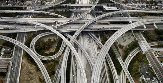 5 самых чокнутых автомобильных развязок на планете