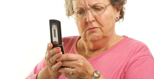 Бабушка впервые увидела гифку. Она испугалась и попросила о помощи
