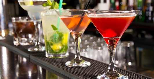 Напитки покрепче, слова покороче: как не потеряться в коктейльной карте
