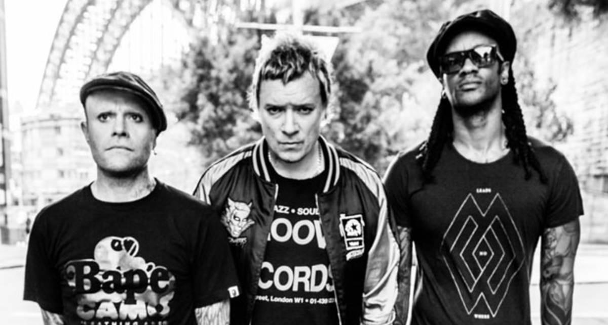 Алкоголь и гитары: The Prodigy выпустили клип на песню