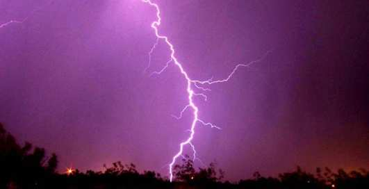 В iPhone ударила молния, когда на него снимали грозу