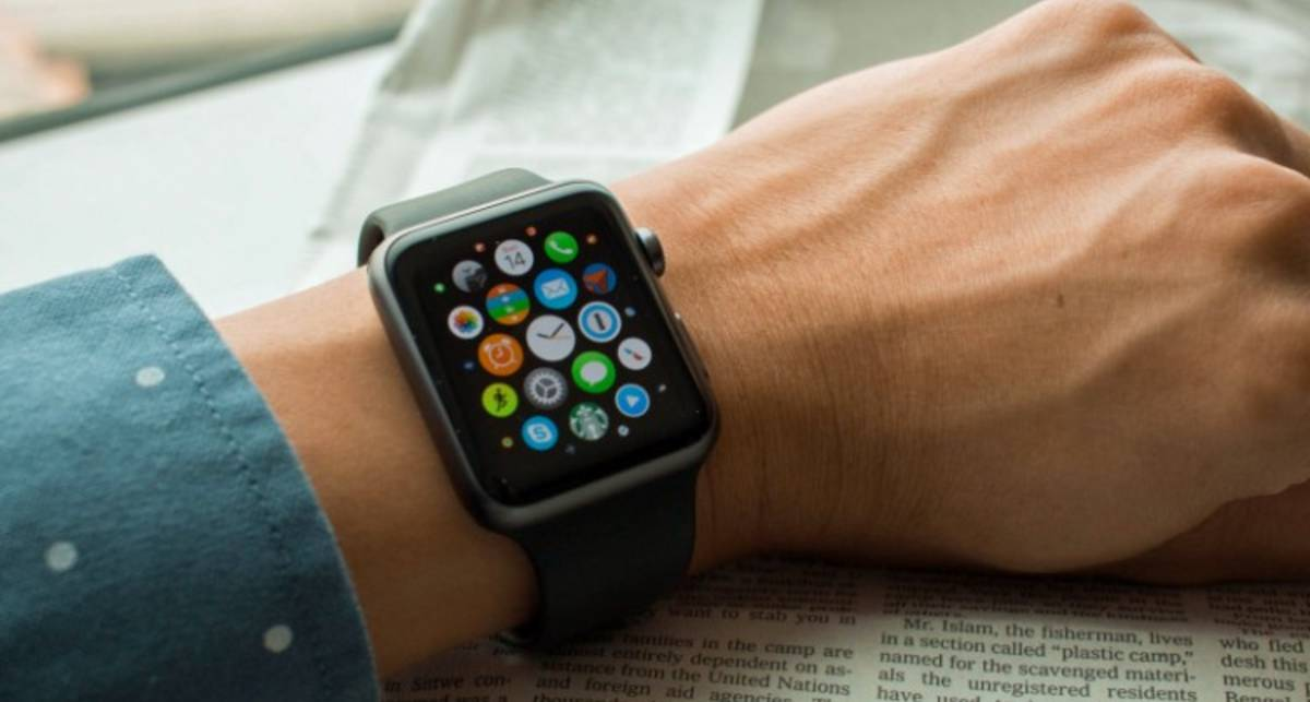 Умные часы Apple Watch 3 впервые взломали