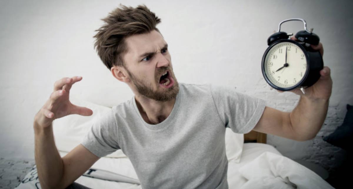Почему лишние 5 минут сна после будильника вас не спасут