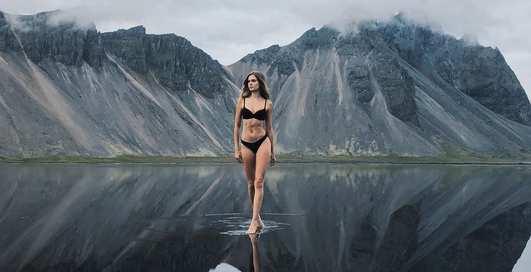 Обаятельная Жозефин Скривер на фоне красот Исландии