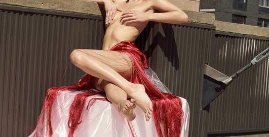 Обнаженная Белла Хадид на страницах журнала Pop