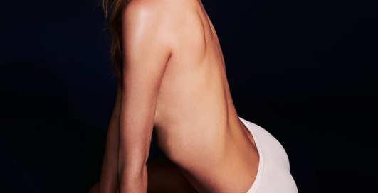 Украинская топ-модель Алина Байкова позировала с обнаженной грудью