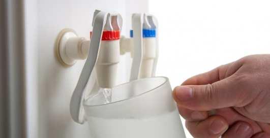 Рассадник бактерий: почему вода из кулера может навредить здоровью