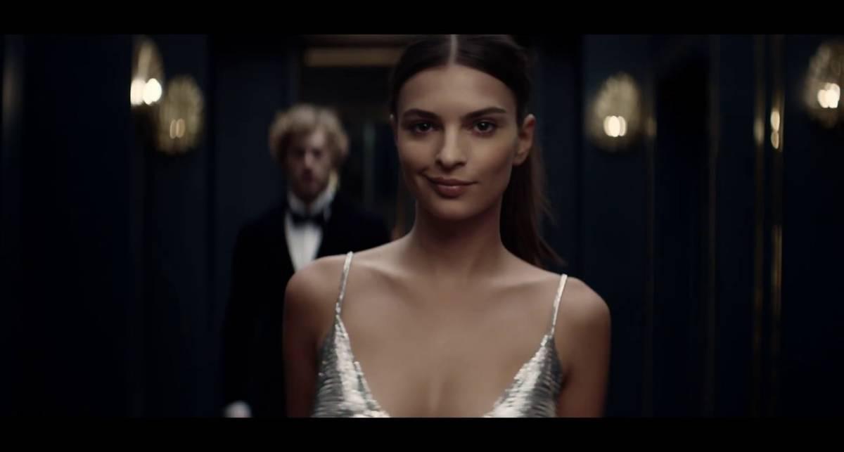 Эмили Ратаковски разделась в рекламе духов