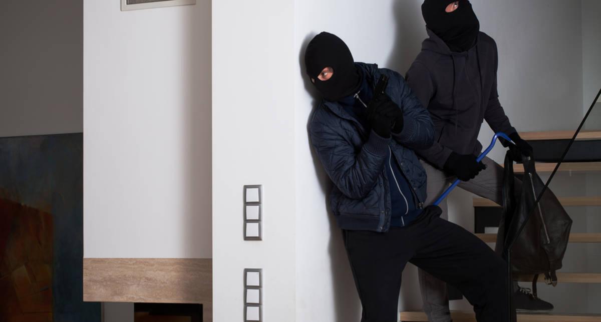 Двое парней украли посуду за 6 млн евро, чтобы поесть из нее