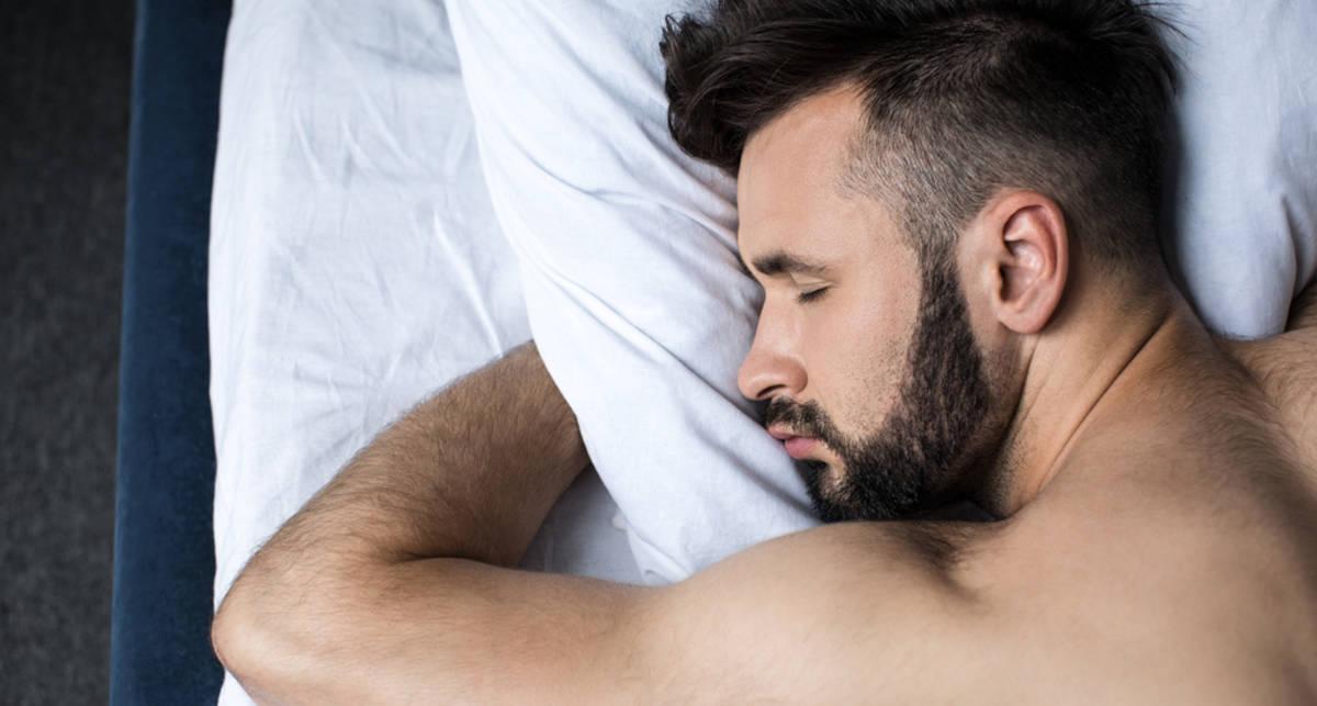 Ученые назвали самую вредную позу для сна