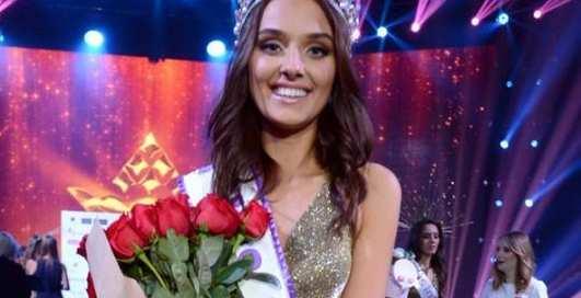 """У """"Мисс Украина — 2018"""" Вероники Дидусенко отобрали корону"""