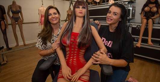 Новинка техники: Вдовцы смогут заказывать секс-кукол похожих на жен