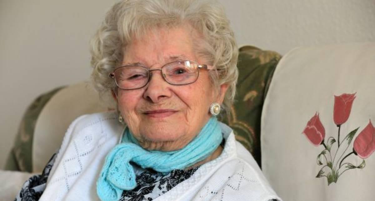 Секрет долголетия: старушка дожила до 101 года благодаря алкоголю