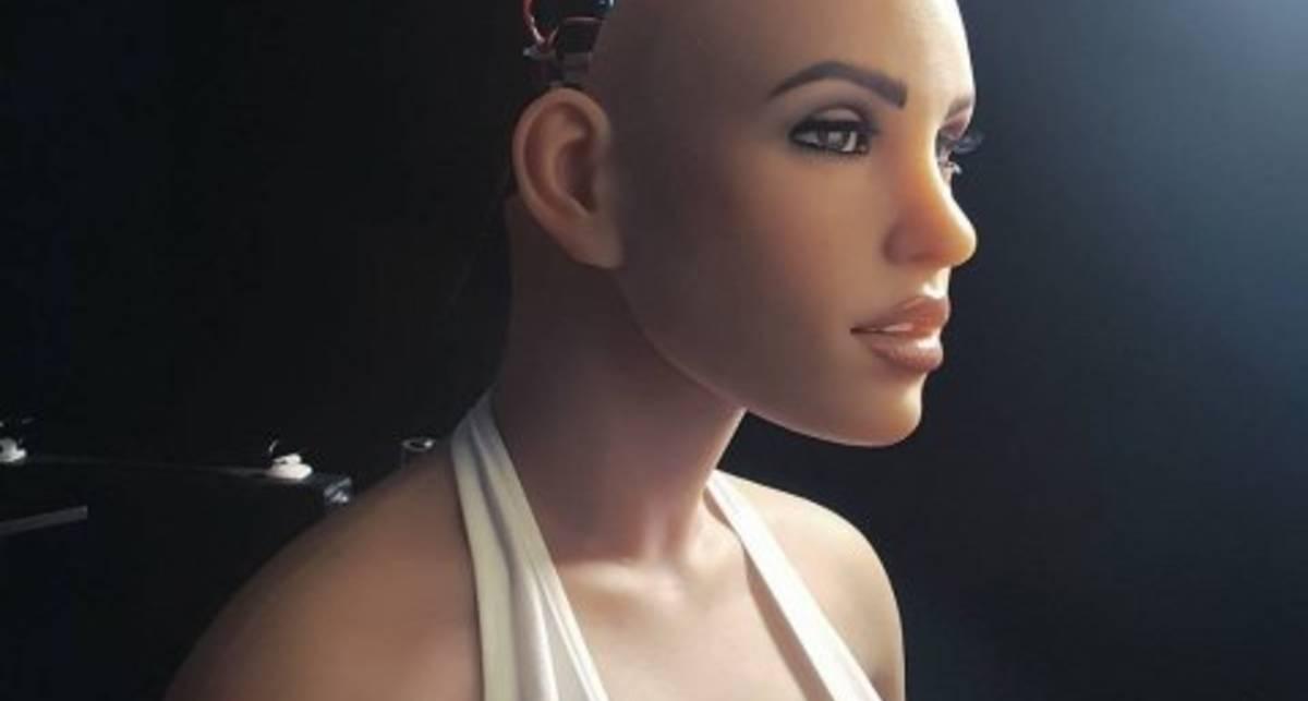 Секс-робот стала звездой сайта знакомств
