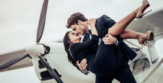 Клуб авиасекса: Как часто случается интим в самолете и аэропорту
