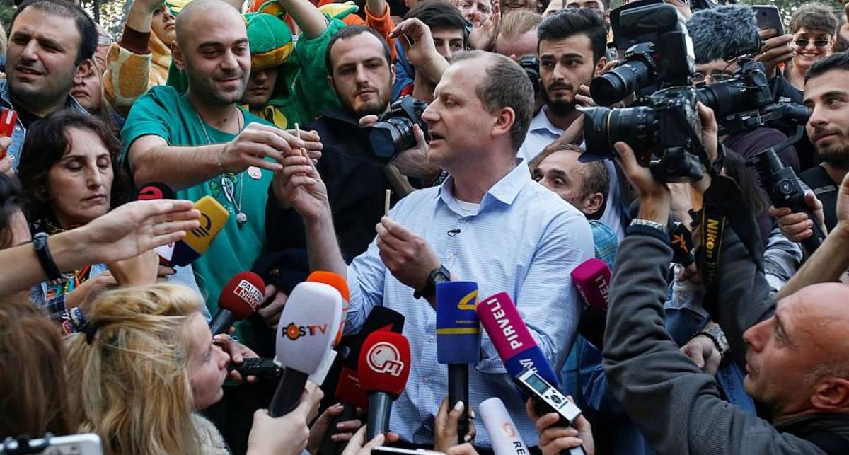 Кандидата в президенты Грузии арестовали за раздачу