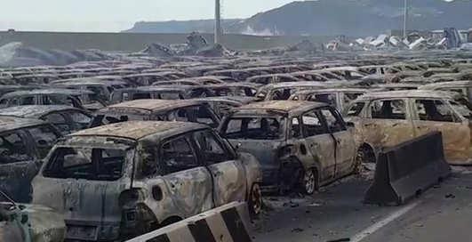 Пожар на парковке уничтожил сотни новых Maserati