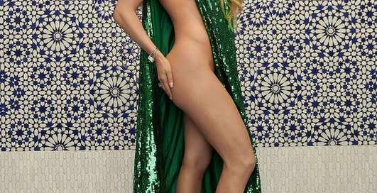 Дженнифер Лопес разделась для обложки журнала