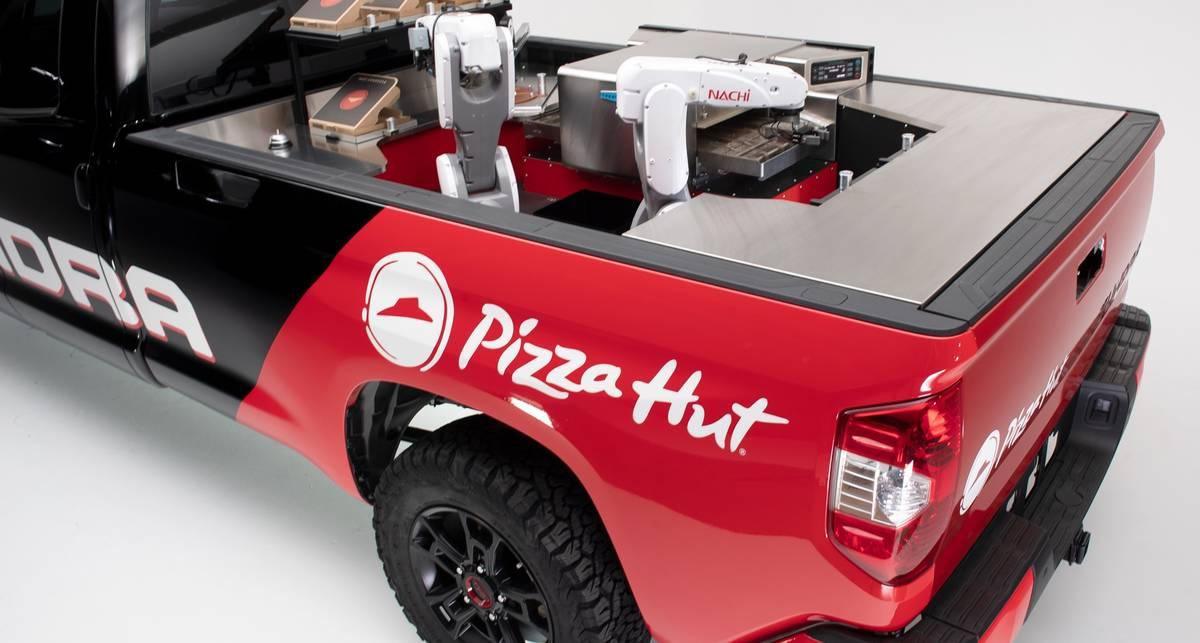 Из пикапа Toyota Tundra сделали пиццерию на колесах