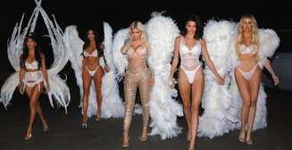 Сестры Кардашьян отметили Хэллоуин в роли ангелов в нижнем белье
