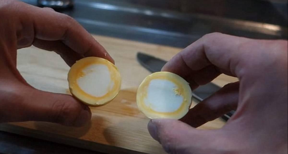 Как сварить яйцо желтком наизнанку