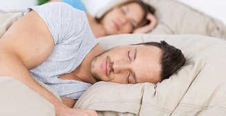 Определена самая опасная поза для сна