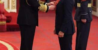 Том Харди получил почетную награду от принца Чарльза