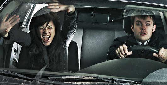 ТОП-5 опасных песен, которые нельзя слушать в авто