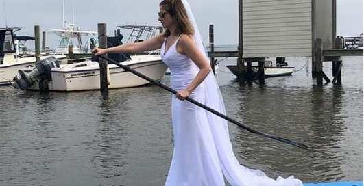 Свадьба каждый день: девушка носит свадебный наряд, пока не найдет жениха