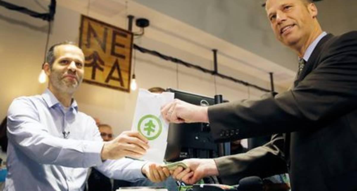 Мэр города в США первым купил марихуану после ее легализации