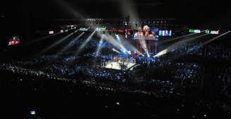 Увлекся: боксер отправил в нокдаун рефери и соперника